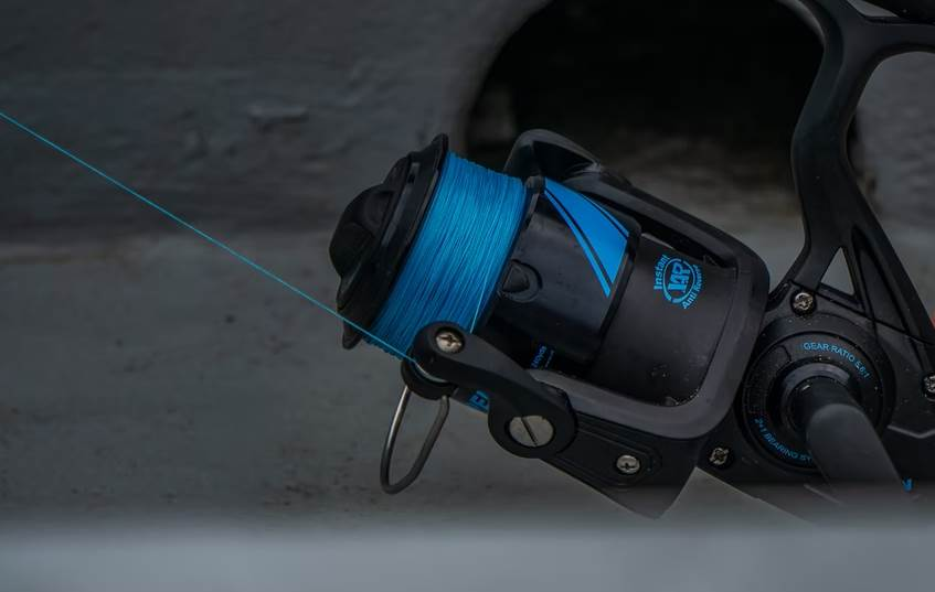 image of the blue fishing reel
